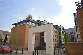 Beautiful Two Bedroom Apartment available in Stunning Boardwalk Place E14 5SE