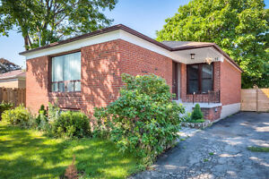 Bright & Spacious 3 Bed Bungalow (Main Fl) in Etobicoke