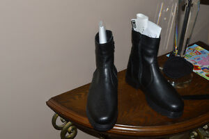 BRAND NEW MENS WINTER BOOTS-NEVER WORN