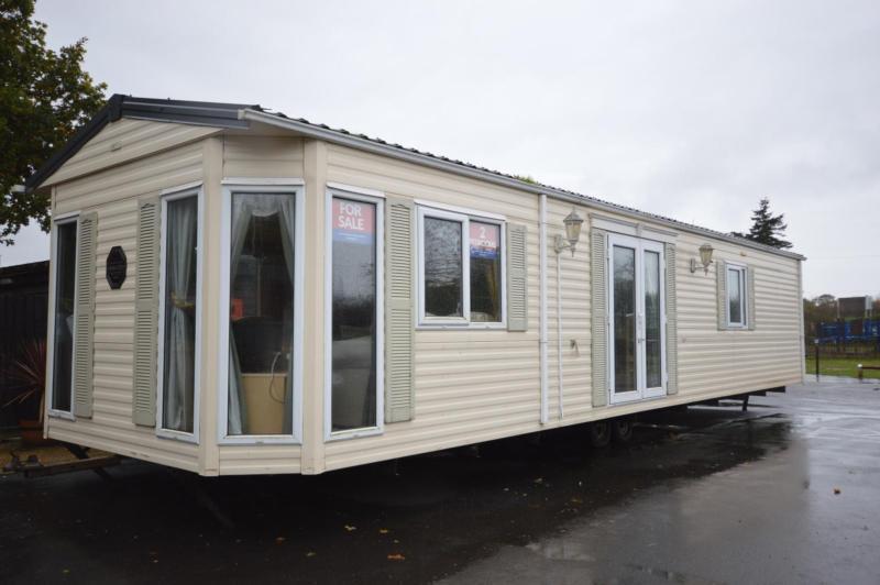 Static Caravan Nr Clacton-On-Sea Essex 2 Bedrooms 6 Berth BK Senator 2004