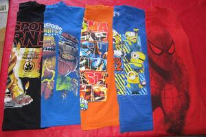 5x Boys licensed t-shirts in size Medium (10/12)