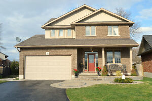 Impeccably mainained and beautifully appointed home(8 Hunter Pl)