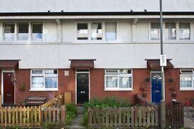 5 bedroom flat in Timsbury Walk, Roehampton, SW1