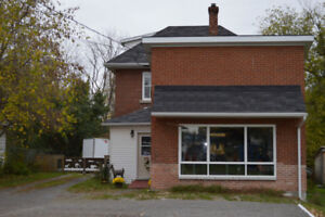 House for Sale in the Scenic Historic Town of Arnprior.