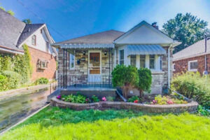Upgraded 3+2 Bedroom With Separate Entrance: 2 Kitchen Home