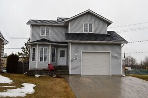 Lovely 2 storey home in great location, move in ready!