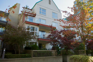 Spacious 2 Bed 2 minutes from King George Skytrain