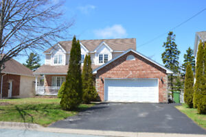 Beautiful 5 BED Home in Clayton Park West!