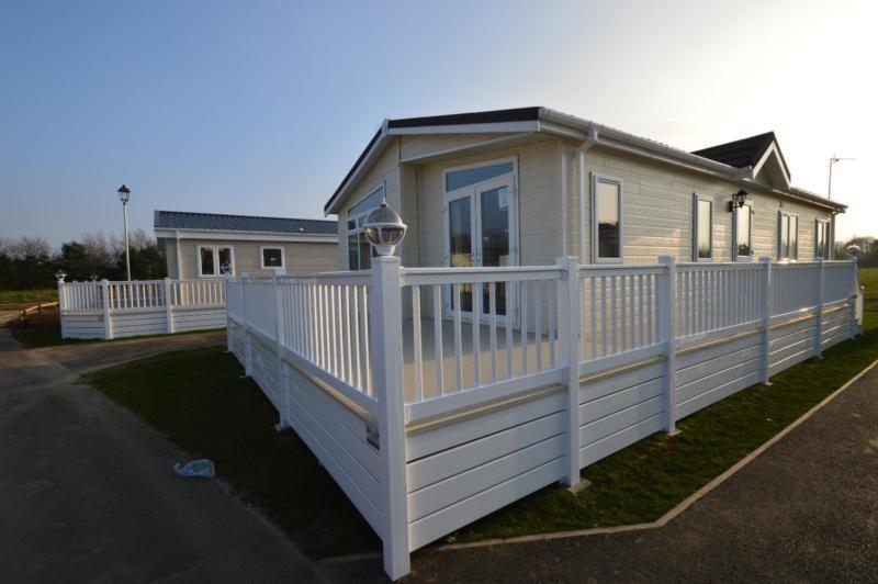 Luxury Lodge Lowestoft Suffolk 2 Bedrooms 4 Berth Tingdene Country Lodge 2010