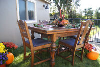 Solid Oak Antique Dining Table and 5 Chairs
