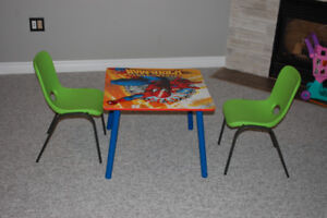 2 green chairs + Spider man table