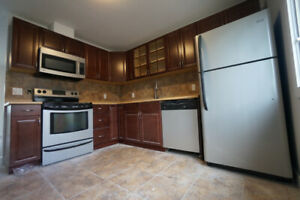 OWN FENCED YARD!PETS WELCOME!MILLWOOD! BEAUTIFUL 3 BED MAINFLR!