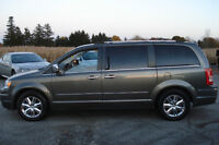 2010 Chrysler Town & Country Limited LOADED, ONLY 55KM!!