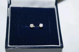 9ct gold diamond stud earings. Feltham TW13.
