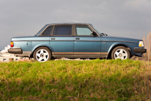 Volvo 240DL 240 sedan blue very nice look