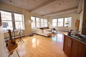 Old Montreal/ Vieux-Port Corner Penthouse for rent, 10' ceilings