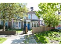 BENSHAM | Immaculate | 4 Bed | Modern & Tasteful | Long Term | LOW UPFRONT COSTS | R526