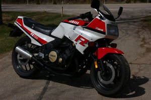 BEAUTIFUL YAMAHA FZ 750 Sell or trade