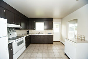 ★ RENT TO OWN ★ Detached 4 bed / 2 bath with Garage - Dartmouth