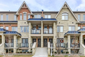 Beautiful Stacked Townhouse Located In Mount Pleasant