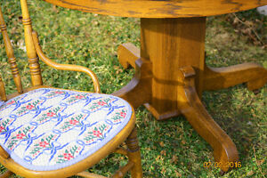 Antique Dining Table & Chairs Windsor Region Ontario image 2