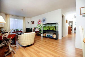 Large Affordable 2 Bedroom December Near Lacewood Term