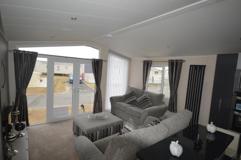 Static Caravan Rye Sussex 2 Bedrooms 6 Berth Carnaby Envoy 2017 Rye Harbour