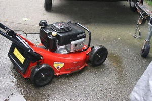 TORO COMMERCIAL MOWER with KAWASAKI ENGINE Cambridge Kitchener Area image 4