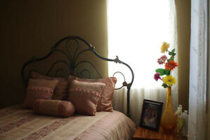 SPACIOUS, BRIGHT, FULLY FURNISHED ROOM PLUS ROOM TV FREE WIFI ET