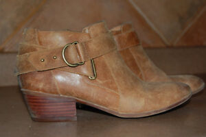 SOLD - Ankle Boots. Leather. Women. Size 7. Clark's.