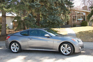 Genesis 3.8L Coupe - showroom condition