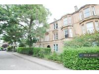 3 bedroom flat in Holyrood Crescent, Glasgow, G20 (3 bed)