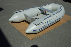 9' INFLATABLE DINGHY with high pressure air floor