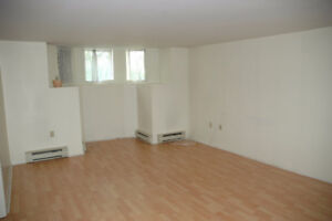 2 BR BAS FLAT  CLS2DAL CLS2DWNTWN AVAIL MAY 1st- $1400 .INCL
