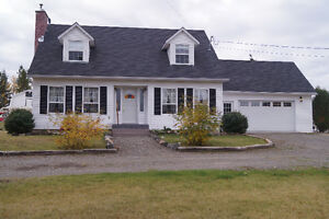 Gorgeous & renovated home, rural living just minutes from town