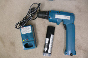 Makita Model 6095D 7V 3/8 Cordless Drill Kit Kingston Kingston Area image 2