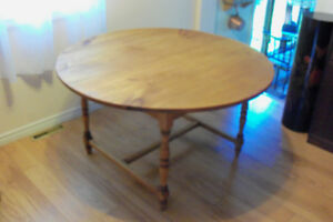 TABLE EN PIN MASSIF ANTIQUE PINE TABLE