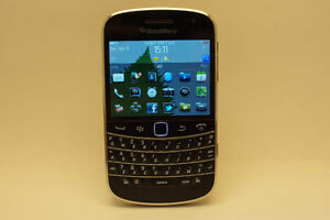 blackberry bold 9900 8gb unlocked bonne condition avec chargeur