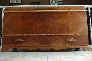 "1940""s antique refinished cedar lined walnut hope chest Peterborough Peterborough Area image 4"