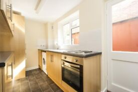 Large Master Bedroom, Alhambra lane -- Ideal location -- Lovely terraced house -- French housemate