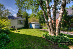 Cozy Bungalow near Downtown Kitchener - with Detached Garage