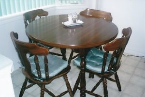 Country Style Kitchen Table & Six Chairs