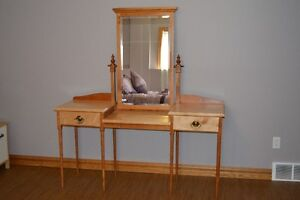 Hand Crafted Dressing Table Windsor Region Ontario image 1