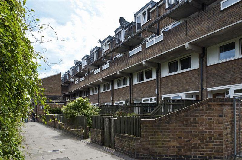 3 bedroom flat in Paynes Walk, Hammersmith, W68