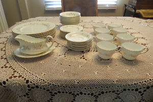 FABULOUS 41 PCE. Set of PARAGON Fine Bone China Service for 8