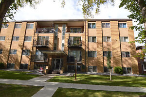 Riverview Manor-BIG Top floor 3 BDR-2 min to LRT-Free Internet