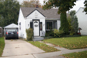 TASTEFULLY DECORATED 2 BDRM HIDDEN GEM, W/DETACHED 1.5 CAR