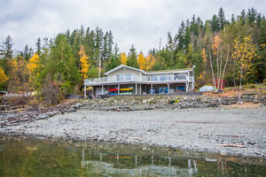 2 -4119 Galligan Road, Eagle Bay- Beautiful Rancher on the Lake!