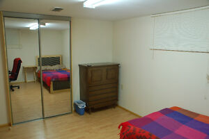 room for rent for female MacMaster student
