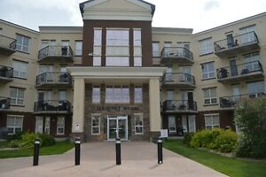 Well kept 1073 sq ft, 2 large bedroom, 2 bath Condo in Inverness